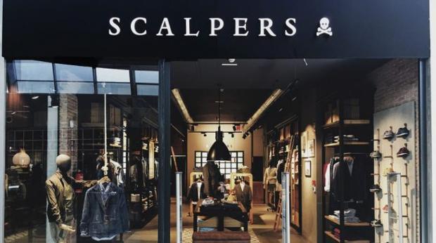 alguna cosa táctica Equivalente  Scalpers gana a Adidas: sus zapatillas blancas de tenis no son una  imitación de las míticas «Stan Smith» - Noticias de España -  managercommunity.es